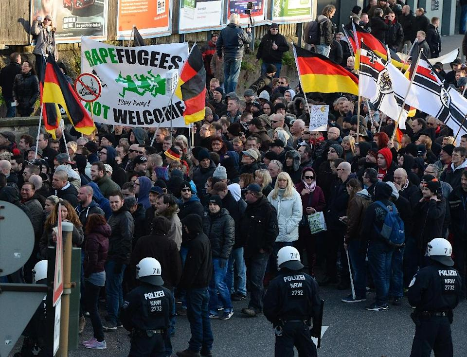 German far-right supporters demonstrate at Cologne's train station on January 9, 2016 (AFP Photo/Roberto Pfeil)