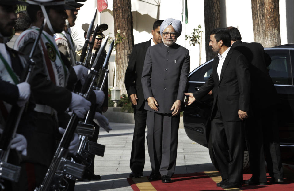Iranian President Mahmoud Ahmadinejad, right, welcomes Indian Prime Minister Manmohan Singh, for their meeting, in Tehran, Iran, Wednesday, Aug. 29, 2012. (AP Photo/Vahid Salemi)