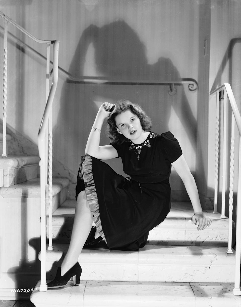 Garland sits on a staircase in a photo from 1939.
