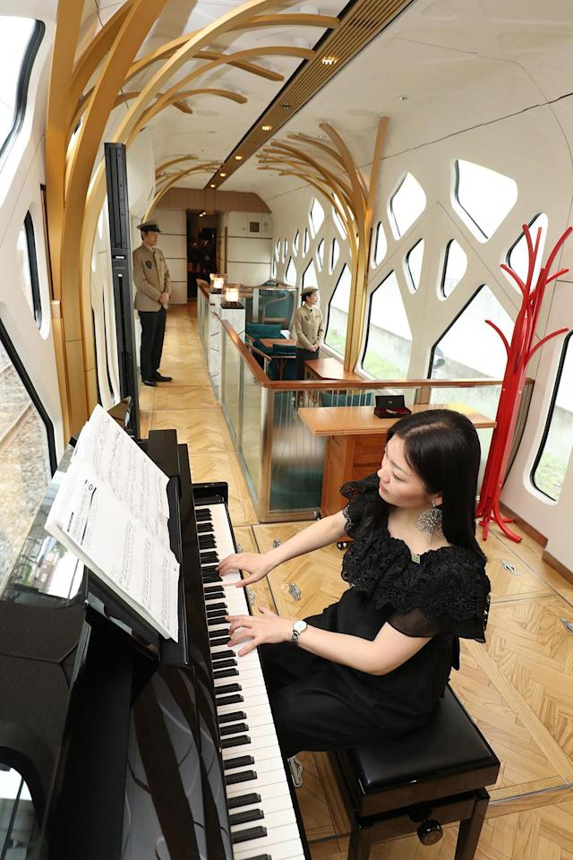 <p>Guests aboard the Shiki-shima will be entertained by a piano player in the lounge car. (Photo: STR/AFP/Getty Images) </p>
