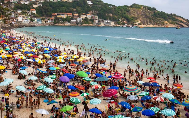 A sunny day at Recreio and Reserva Beaches and Piscinão de Ramos despite the high rate of Covid-19 infections in Brazil - Buda Mendes