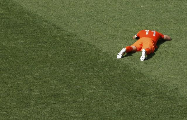 Arjen Robben of the Netherlands reacts after failing to score against Chile during their 2014 World Cup Group B soccer match at the Corinthians arena in Sao Paulo June 23, 2014. REUTERS/Paulo Whitaker (BRAZIL - Tags: SOCCER SPORT WORLD CUP)
