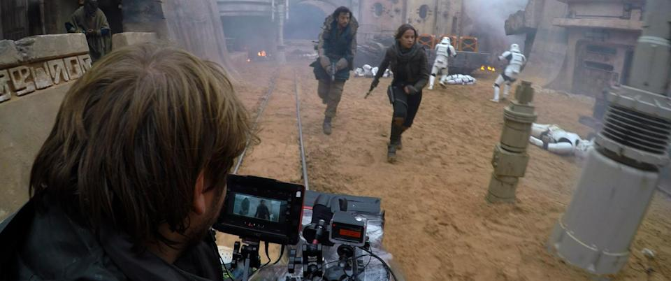 Rogue One: A Star Wars Story..Director Gareth Edwards filming Diego Luna (Cassian Andor) and Felicity Jones (Jyn Erso) Behind the Scenes on set during production. ..Ph: Footage Frame..©Lucasfilm LFL 2016.