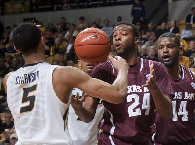 Missouri's Jordan Clarkson, left, and Texas A&M's Antwan Space, center, look for a rebound in front of Kourtney Roberson, right, during the first half of an NCAA college basketball game Wednesday, March 5, 2014, in Columbia, Mo. (AP Photo/L.G. Patterson)