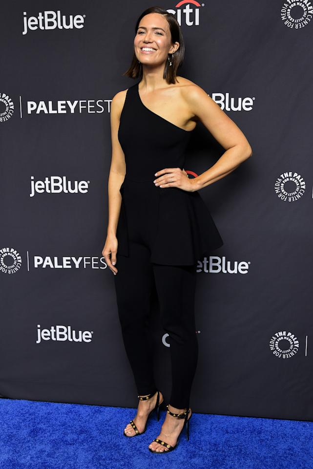 <p>On March 24, 'This is Us' star Mandy Moore graced the red carpet in a minimal one-shoulder co-ord finished with punchy leopard print heels. <em>[Photo: Getty]</em> </p>