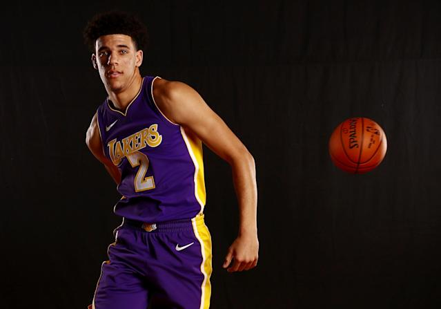"<a class=""link rapid-noclick-resp"" href=""/ncaab/players/136151/"" data-ylk=""slk:Lonzo Ball"">Lonzo Ball</a> feeds the man running the wing rather than taking it himself. (Getty Images)"
