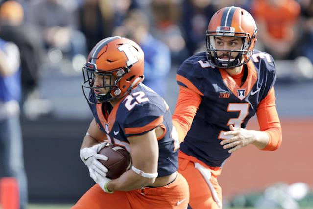 Kendrick Foster (22) ran for 146 yards and 2 TDs in Illinois' win over Michigan State. (AP Photo/ Stephen Haas)