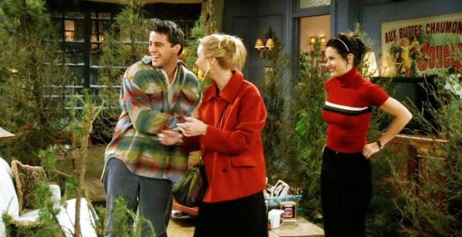 ranking the 39 friends 39 christmas episodes on their holiday cheer. Black Bedroom Furniture Sets. Home Design Ideas