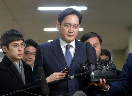 Samsung Group chief, Jay Y. Lee, arrives at the office of the independent counsel in Seoul