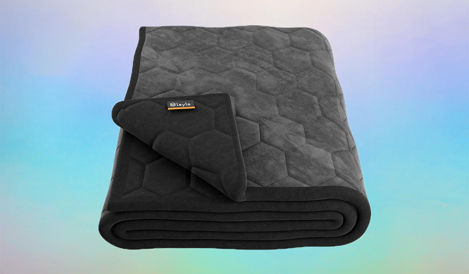 Snuggle up under this blanket. (Photo: Amazon)
