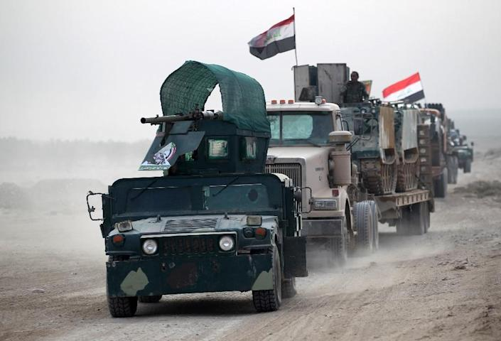 Shiite fighters are trying to stop jihadists from fleeing Mosul towards IS-controlled territory in Syria (AFP Photo/Ahmad al-Rubaye)