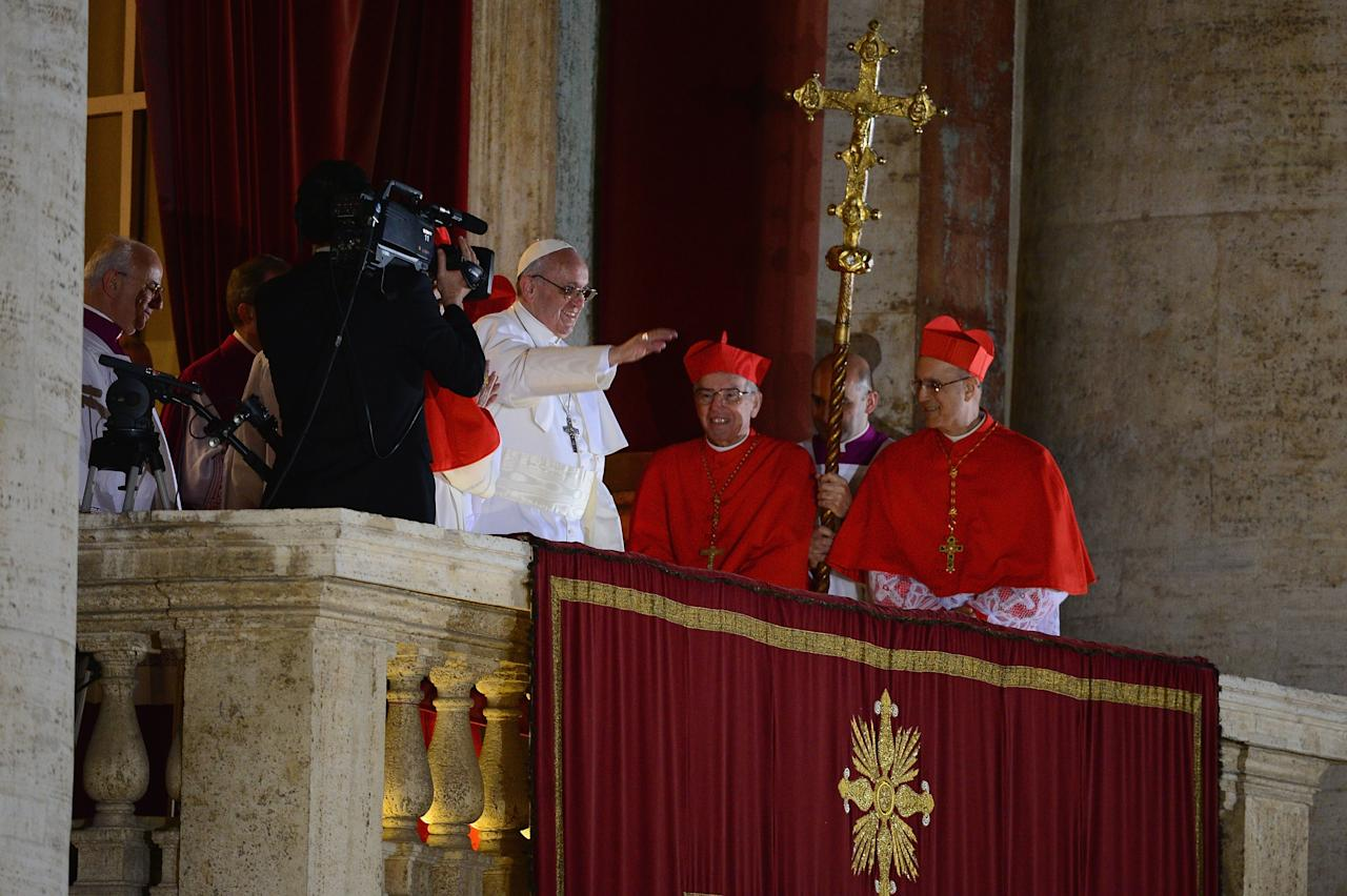 VATICAN CITY, VATICAN - MARCH 13:  Newly elected Pope Francis I waves to the waiting crowd from the central balcony of St Peter's Basilica on March 13, 2013 in Vatican City, Vatican. Argentinian Cardinal Jorge Mario Bergoglio was elected as the 266th Pontiff and will lead the world's 1.2 billion Catholics.  (Photo by Jeff J Mitchell/Getty Images)