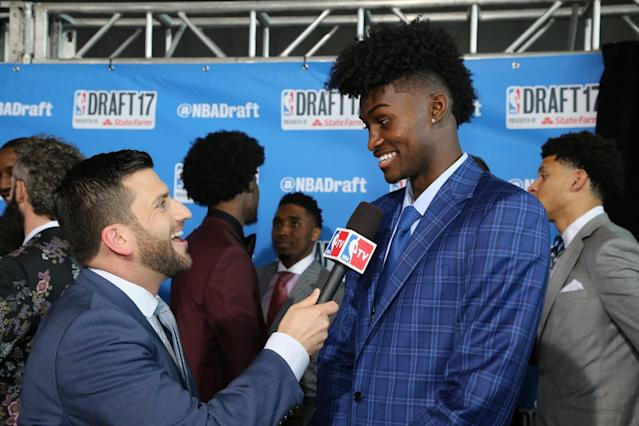 <p>Jonathan Isaac talks with the media on the red carpet prior to the 2017 NBA Draft on June 22, 2017 at Barclays Center in Brooklyn, New York. </p>