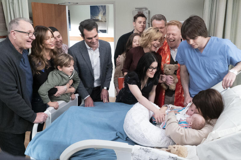 Ed O'Neill, Sofia Vergara, Jeremy Maguire, Rico Rodriguez, Ty Burrell, Ariel Winter, Julie Bowem, Aubrey Anderson-Emmons, Nolan Gould, Eric Stonestreet, Jesse Tyler Ferguson, Reid Ewing and Sarah Hyland in Modern Family. (Photo: ABC/Kelsey McNeal)