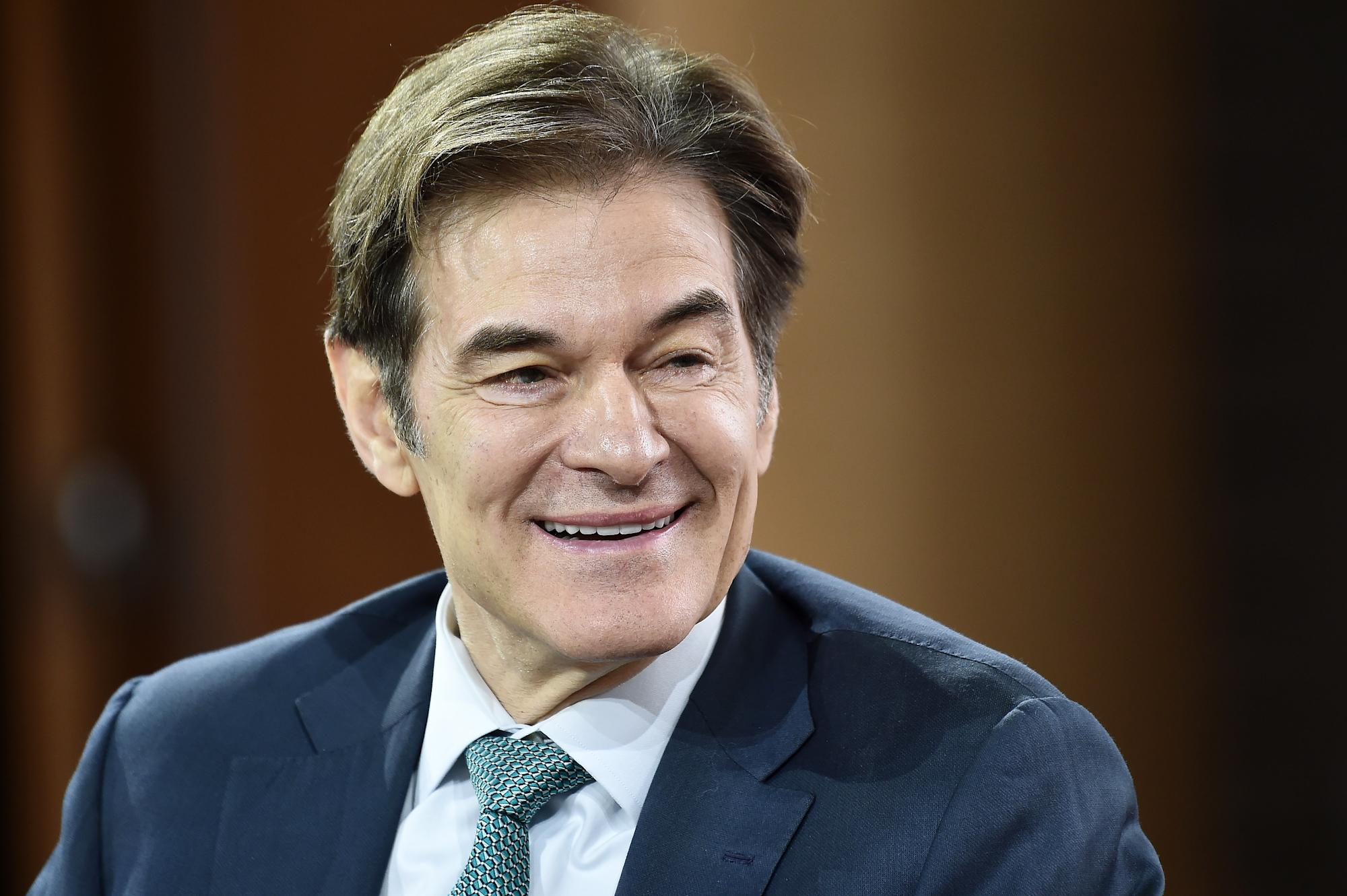 Dr. Oz recounts life-saving efforts for unresponsive man at Newark Airport: 'A true miracle'