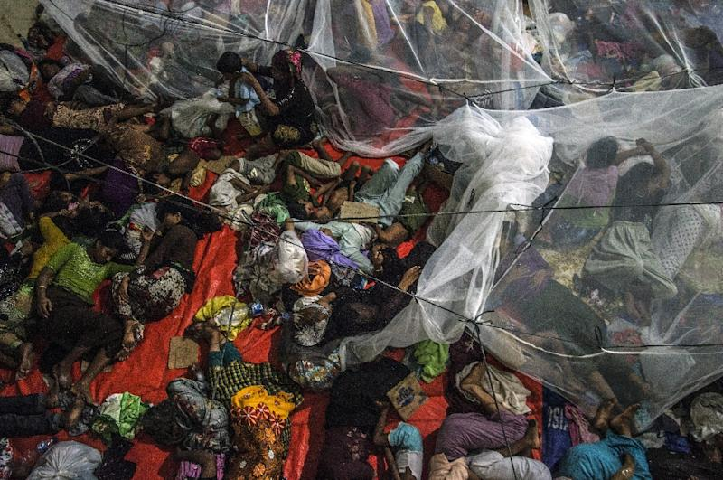 Rohingya migrants sleep together at a confinement area on May 16, 2015 in Kuala Langsa, Aceh province, where hundreds of migrants from Myanmar and Bangladesh are taking shelter after they were rescued by Indonesian fishermen (AFP Photo/Sutanta Aditya)