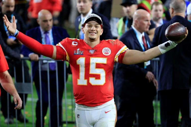 Kansas City picks up option on Mahomes' contract