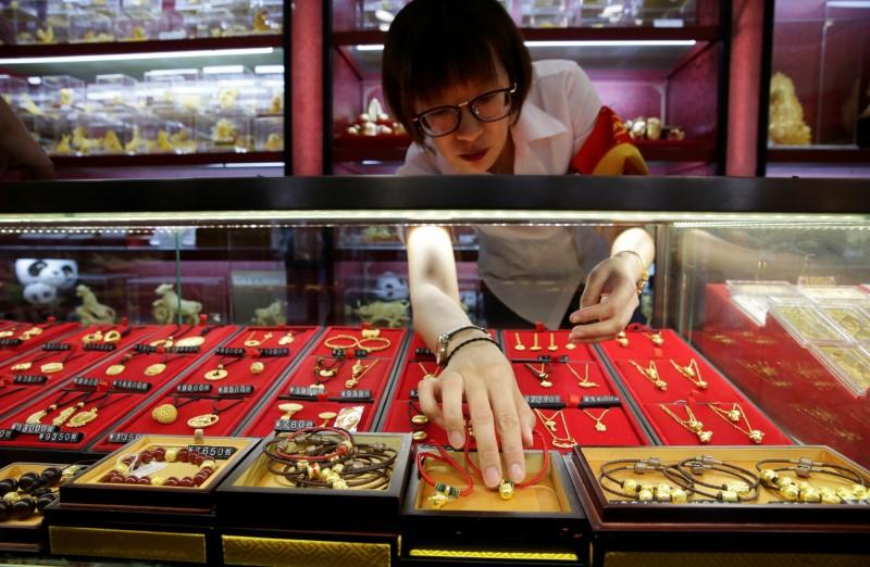 China 2019 gold consumption drops on high prices, economic slowdown