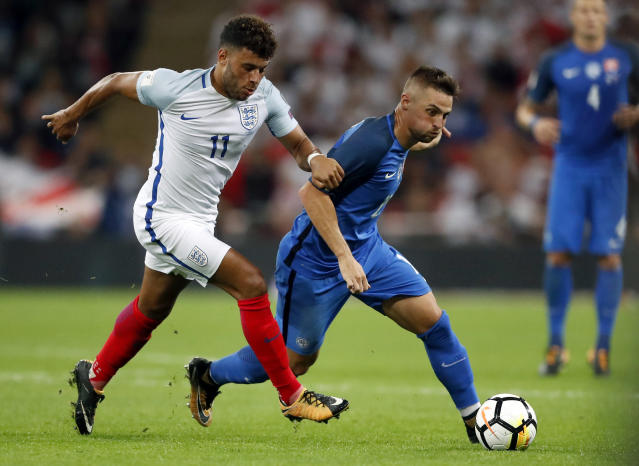 <p>England's Alex Oblate-Chamberlain, left, and Slovakia's Robert Mak, right, challenge for the ball during the World Cup Group F qualifying soccer match between England and Slovakia at the Wembley stadium in London, Great Britain, Monday, Sept. 4, 2017. (AP Photo/Frank Augstein) </p>