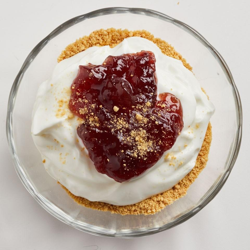 <p>Get cheesecake flavor without having to bake with this healthy dessert recipe. To make it gluten-free, look for gluten-free graham crackers.</p>