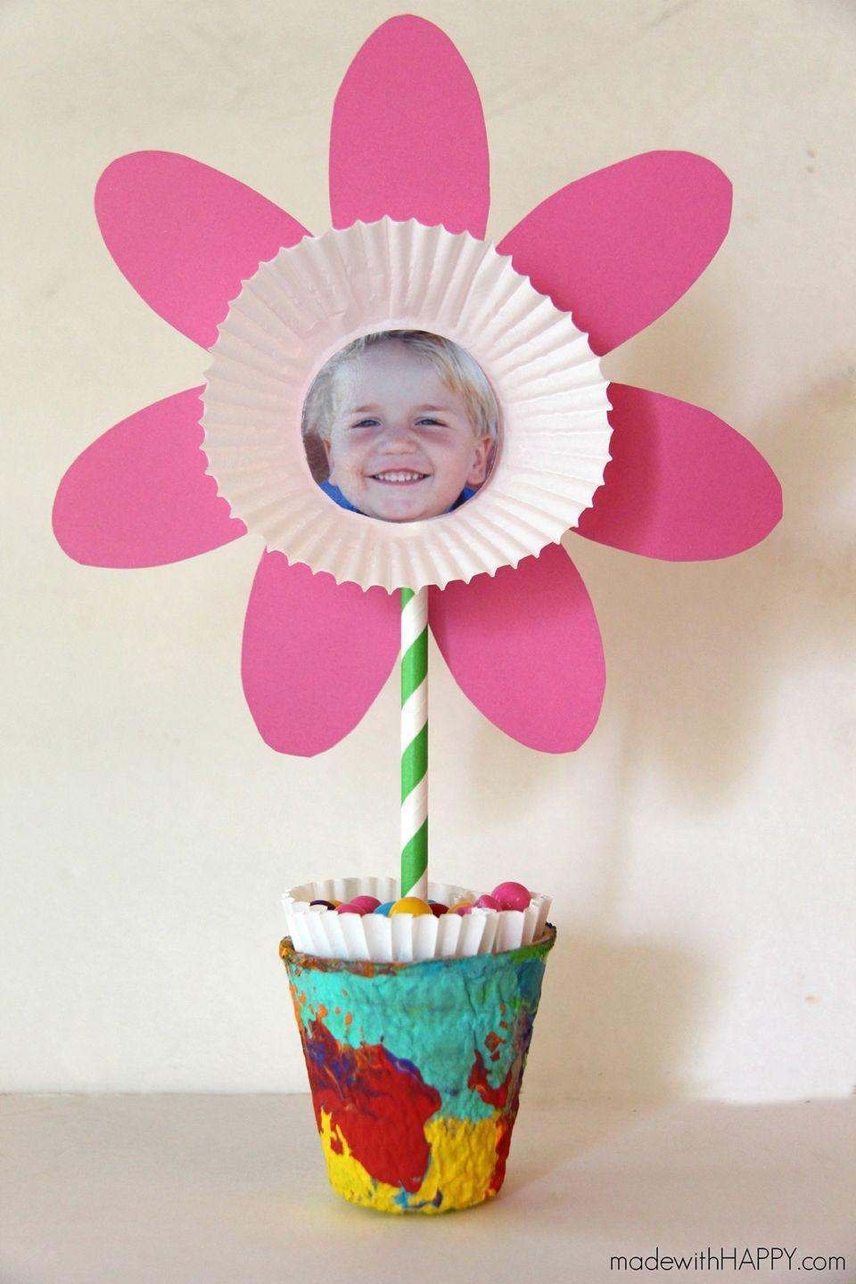 """<p>Mom will adore having a """"garden"""" of her kids, who will love painting the little flower pot.</p><p><strong>Get the tutorial at <a href=""""http://www.madewithhappy.com/picture-flower-kids-craft-free-printable-flower/#_a5y_p=6186734"""" rel=""""nofollow noopener"""" target=""""_blank"""" data-ylk=""""slk:Made With Happy"""" class=""""link rapid-noclick-resp"""">Made With Happy</a>. </strong></p>"""