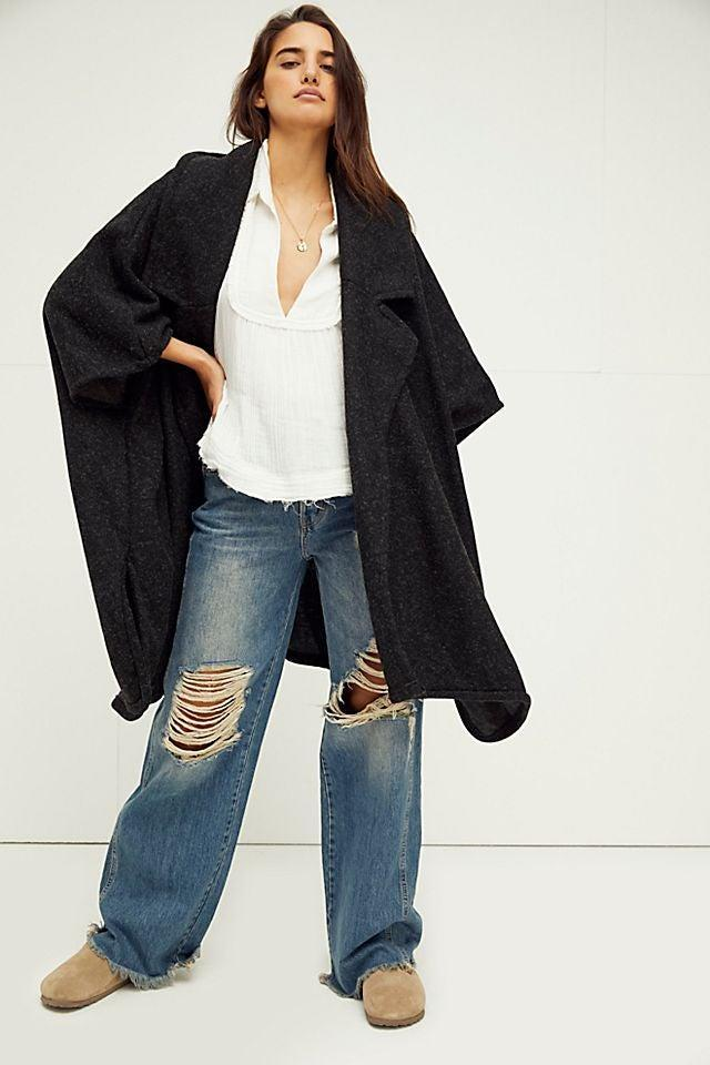 """<br><br><strong>Free People</strong> Off Duty Oversized Poncho, $, available at <a href=""""https://go.skimresources.com/?id=30283X879131&url=https%3A%2F%2Fwww.freepeople.com%2Fshop%2Foff-duty-oversized-poncho%2F%3F"""" rel=""""nofollow noopener"""" target=""""_blank"""" data-ylk=""""slk:Free People"""" class=""""link rapid-noclick-resp"""">Free People</a>"""
