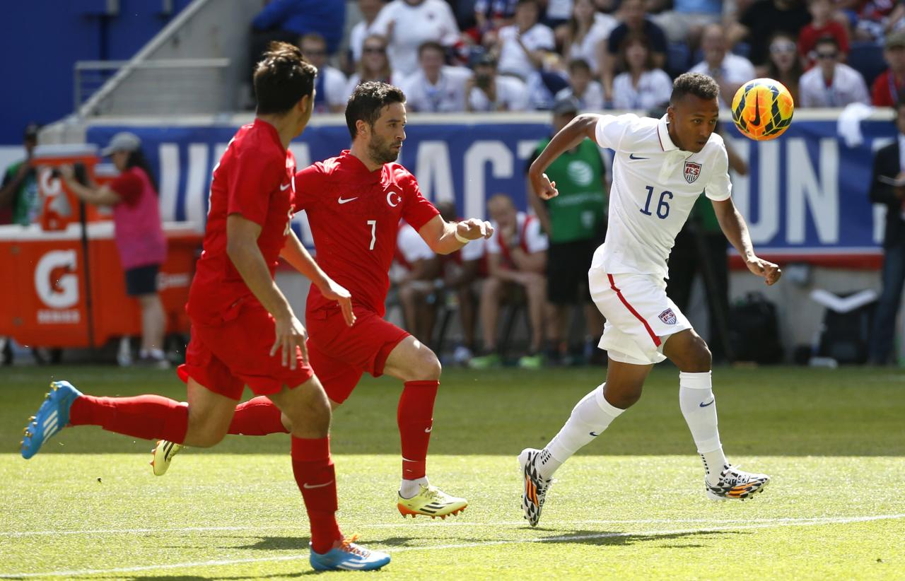 Julian Green (R) of the U.S. is challenged for the ball by Turkey's Gokhan Gonul (R) and Hakan Kadir Balta during their international friendly soccer match in Harrison, New Jersey, June 1, 2014. REUTERS/Mike Segar (UNITED STATES - Tags: SPORT SOCCER WORLD CUP)