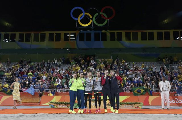 2016 Rio Olympics - Beach Volleyball - Women's Victory Ceremony - Beach Volleyball Arena - Rio de Janeiro, Brazil - 18/08/2016. Silver medalists Agatha Bednarczuk (BRA) of Brazil and Barbara Seixas Figueiredo (BRA) of Brazil, gold medalists Laura Ludwig (GER) of Germany and Kira Walkenhorst (GER) of Germany, and bronze medalists April Ross (USA) of USA and Kerri Walsh (USA) of USA pose with their medals. REUTERS/Adrees Latif FOR EDITORIAL USE ONLY. NOT FOR SALE FOR MARKETING OR ADVERTISING CAMPAIGNS.