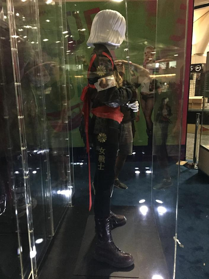 <p>Here's the side view of the hero, who appears to be nearly a foot shorter than Deadshot and Boomerang.</p>