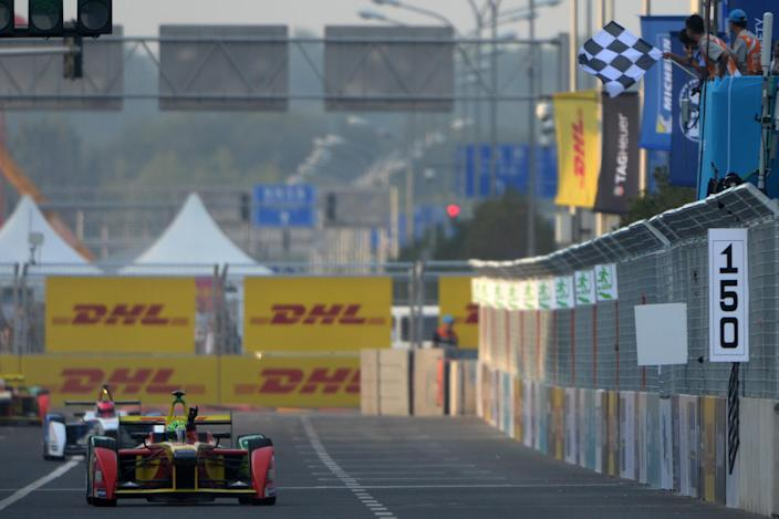 Audi Sport Abt Formula E Team driver Lucas di Grassi of Brazil reacts as he takes the chequered flag during the Formula E race near the Bird's Nest stadium in Beijing on September 13, 2014 (AFP Photo/Goh Chai Hin)