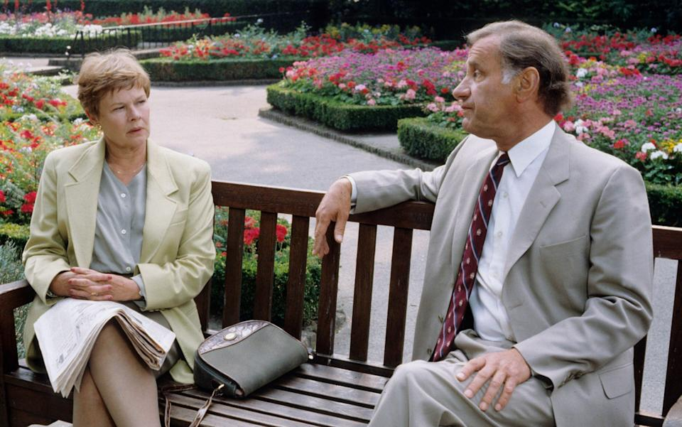 Dench and Palmer in the first series of As Time Goes By - Alamy