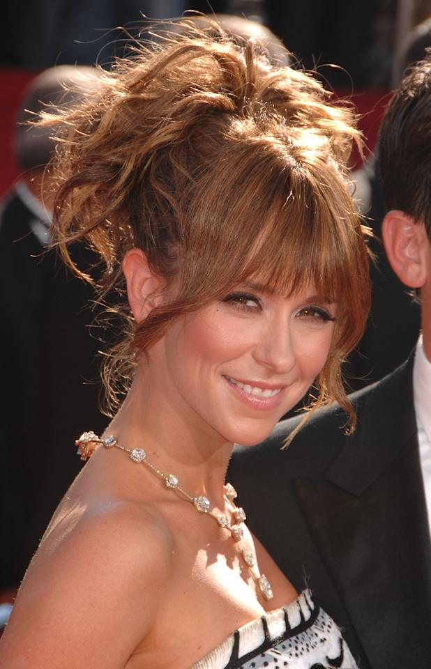 Jennifer Love Hewitt arrives at the 60th Primetime Emmy Awards at the Nokia Theater on September 21, 2008 in Los Angeles, California.