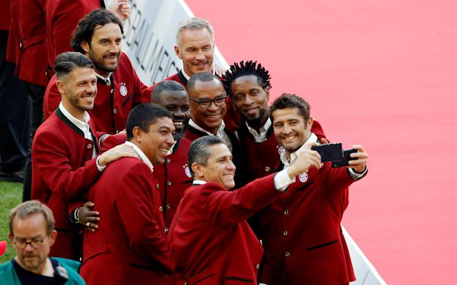 Soccer Football - Bundesliga - Bayern Munich v VfB Stuttgart - Allianz Arena, Munich, Germany - May 12, 2018 Former Bayern Munich players including Bixente Lizarazu, Ze Roberto, Luca Toni, Giovani Elber pose for a selfie REUTERS/Michaela Rehle DFL RULES TO LIMIT THE ONLINE USAGE DURING MATCH TIME TO 15 PICTURES PER GAME. IMAGE SEQUENCES TO SIMULATE VIDEO IS NOT ALLOWED AT ANY TIME. FOR FURTHER QUERIES PLEASE CONTACT DFL DIRECTLY AT + 49 69 650050