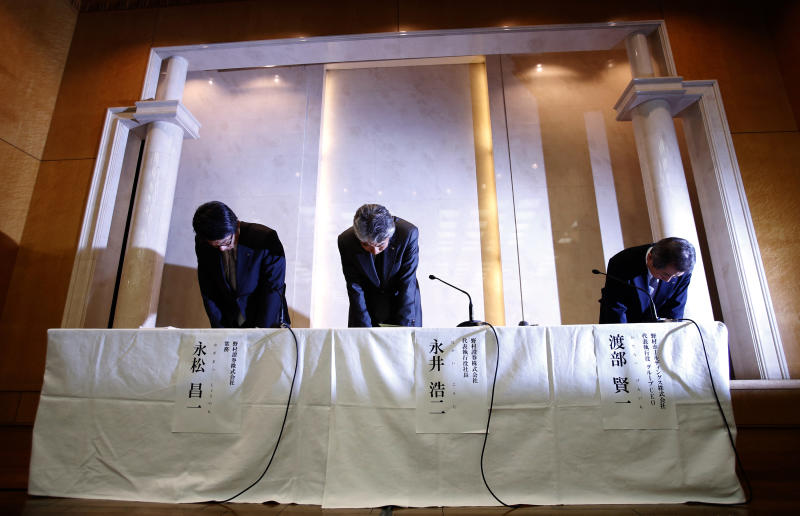 From right, Nomura Holdings Ltd. CEO Kenichi Watanabe, Nomura Securities Co. President Koji Nagai and Senior Managing Director Shoichi Nagamatsu bow at the start of a press conference in Tokyo Thursday, July 26, 2012. Watanabe announced his resignation in the wake of an insider trading scandal that has tarnished the reputation of Japan Inc. and its biggest investment bank. Watanabe will from Aug. 1 be replaced by Nagai. (AP Photo/Shizuo Kambayashi)