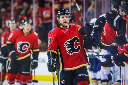 Nov 13, 2017; Calgary, Alberta, CAN; Calgary Flames right wing Kris Versteeg (10) celebrates his goal with teammates against the St. Louis Blues during the third period at Scotiabank Saddledome. Calgary Flames won 7-4. Sergei Belski-USA TODAY Sports