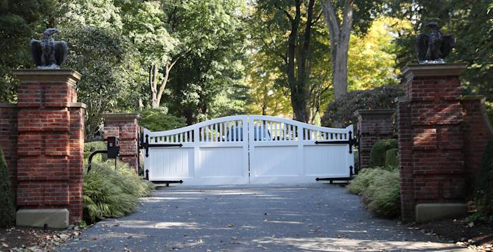 <p>The entrance to the home of billionaire financier George Soros where a package containing an explosive device was found in a mailbox on Monday is seen in Katonah, New York, Oct. 23, 2018. (Photo: Shannon Stapleton/Reuters) </p>
