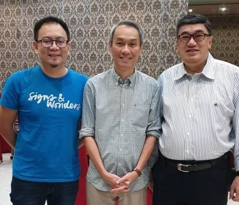 Hong (left, in blue) with Leong (right) encourage all to participate in the Moments with Dads campaign this Sunday. — Picture courtesy via Jason Leong