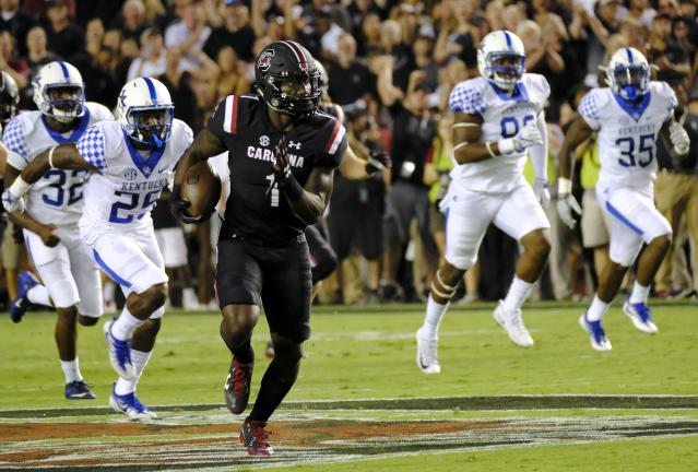 "COLUMBIA, SC – SEPTEMBER 16: Wide receiver <a class=""link rapid-noclick-resp"" href=""/ncaaf/players/242964/"" data-ylk=""slk:Deebo Samuel"">Deebo Samuel</a> #1 of the <a class=""link rapid-noclick-resp"" href=""/ncaab/teams/sbf/"" data-ylk=""slk:South Carolina Gamecocks"">South Carolina Gamecocks</a> outruns defenders from the <a class=""link rapid-noclick-resp"" href=""/ncaab/teams/kaf/"" data-ylk=""slk:Kentucky Wildcats"">Kentucky Wildcats</a> for a touchdown at Williams-Brice Stadium on September 16, 2017 in Columbia, South Carolina. (Photo by Todd Bennett/GettyImages)"