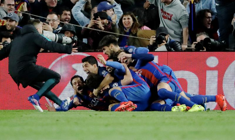 BARCELONA, SPAIN - MARCH 08: Neymar Jr, Luis Suarez, Gerard Pique of Barcelona FC celebrate the victory goal of Sergi Roberto during the UEFA Champions League Round of 16 second leg match between FC Barcelona and Paris Saint-Germain at Camp Nou on March 8, 2017 in Barcelona, Spain. (Photo by Xavier Laine/Getty Images)