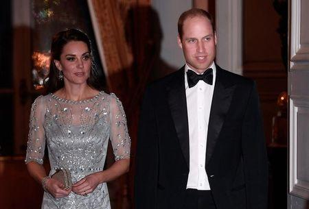 Príncipe William e Kate chegam a embaixada britânica em Paris