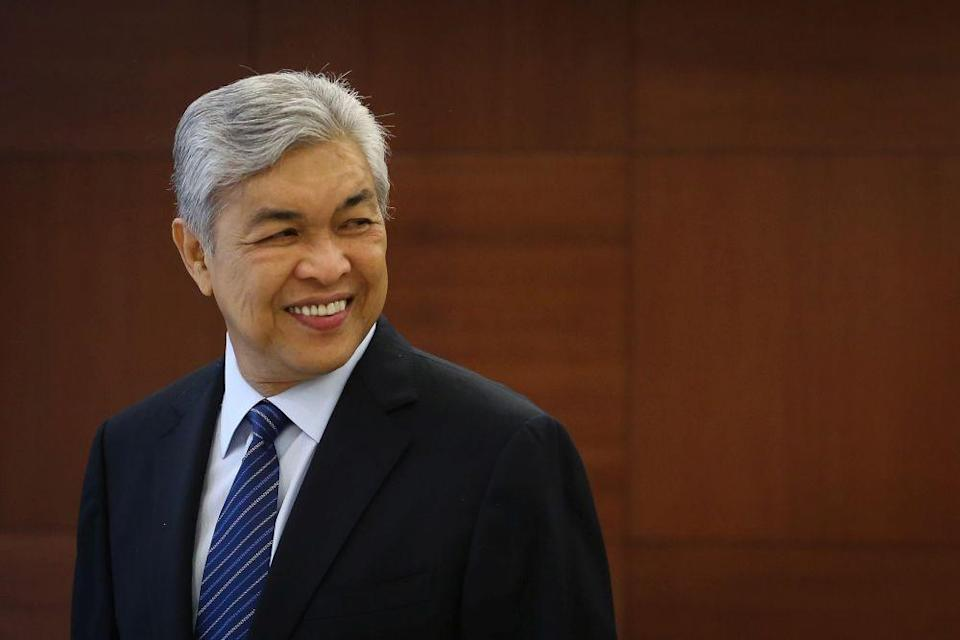 Bagan Datuk MP Datuk Seri Ahmad Zahid Hamidi accused the former PH government of cancelling 10 development projects worth RM1.04 billion and postponing 25 others worth RM12.03 million in his parliamentary constituency during its brief 22-month rule. — Picture by Yusof Mat Isa