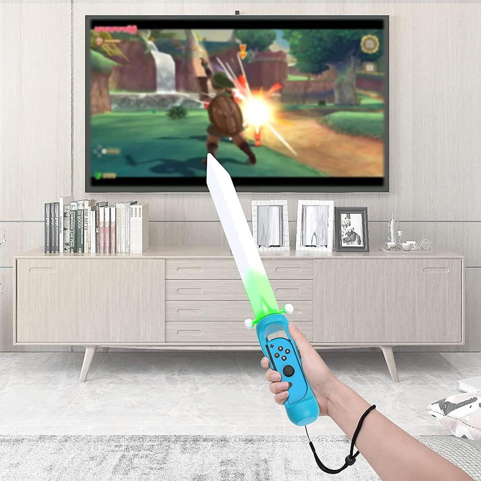 LED Game Sword Grip for The Legend of Zelda (Photo: Amazon)