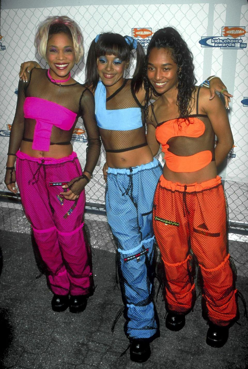<p>The iconic girl group TLC turned up at the Nickelodeon Kids Choice Awards in coordinating neon 'fits that spelled out their band name. My question is: Did they have to walk around in that same order all night? </p>
