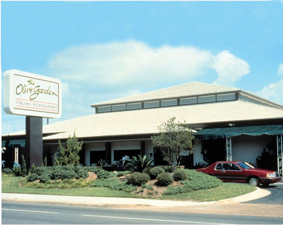 <p>The largest Italian chain in the U.S. opened in Orlando in 1982, and you might notice their logo at launch—it stayed almost entirely unchanged until a revamp in 2014. </p>