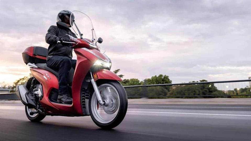 2021 Honda SH350i scooter, with a 330cc liquid-cooled engine, unveiled