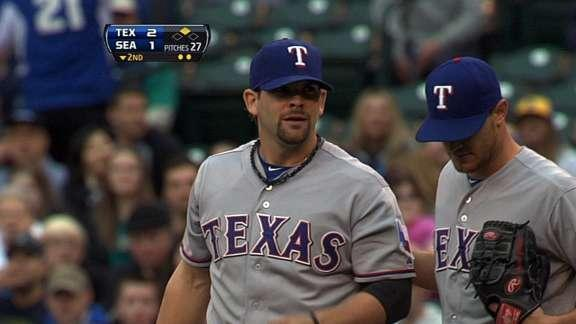 Bizarre play and blown call leads to phantom 3-6-3 double play for Rangers (Video)