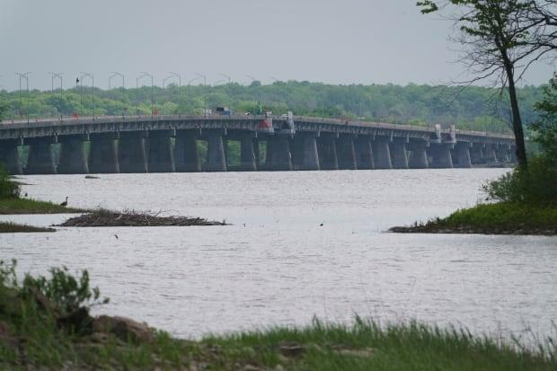 Crews have been out repairing the Île-aux-Tourtes bridge since its closure. (Ivanoh Demers/Radio-Canada - image credit)