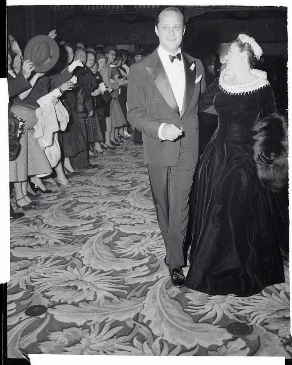 <p>Judy Garland strikes an over the shoulder pose at the premiere of her film <em>A Star is Born</em> in 1954.</p>