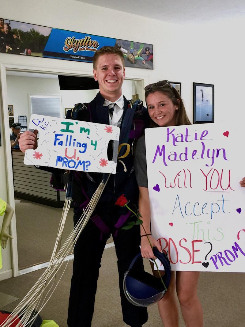 Ty Myers pulled off the promposal at Skydive East Tennessee. (Photo: Katie Potter)