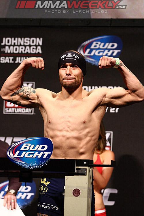 Justin Salas Replaces Injured Quinn Mulhern to Face Thiago Tavares at UFC Fight Night 32